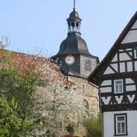 lutherdenkmal_stammhaus_u._kirche_möhra2_1340x500.jpg