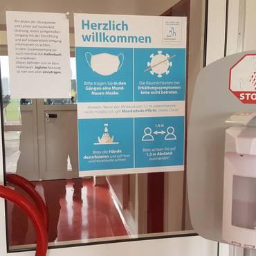 Eingang Werner-Seelenbinder-Halle November 2020 [(c) Andrea Dominik]