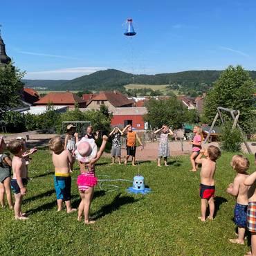 Wasserspiele im Schloss-Kinder-Garten